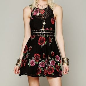FREE PEOPLE. Size 2. Daisy Lace Fit & Flare Dres.
